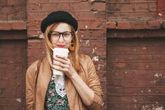 Vrouw het drinken koffie Royalty-vrije Stock Afbeeldingen