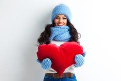 Vrouw in het hart van de hoedenholding Stock Afbeeldingen