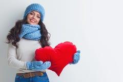 Vrouw in het hart van de hoedenholding Stock Fotografie