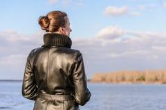 Vrouw het Letten op royalty-vrije stock afbeeldingen