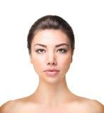 Vrouw het model stellen bij studio Royalty-vrije Stock Afbeeldingen