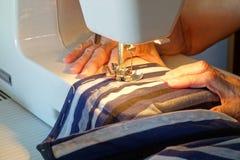 Vrouw het naaien Stock Fotografie
