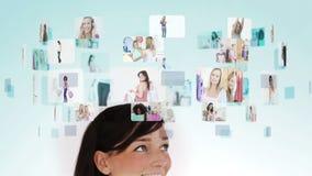 Vrouw het nadenken diverse kleinhandels en levensstijlsituaties stock videobeelden