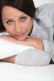 Vrouw het ontspannen Stock Afbeeldingen
