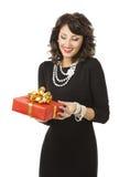 Vrouw het Openen Giftdoos, Gelukkig Meisje met Aanwezig Rood Royalty-vrije Stock Afbeelding