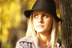 Vrouw in het park Royalty-vrije Stock Fotografie
