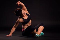 Vrouw het praktizeren yoga Stock Fotografie