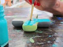 Vrouw het schilderen stock afbeeldingen
