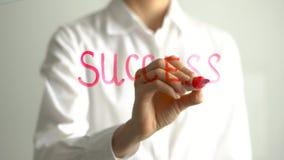 Vrouw het schrijven Succes op het transparante scherm De onderneemster schrijft aan boord Stock Fotografie