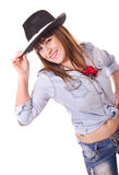 Vrouw het stellen met hoed Stock Foto