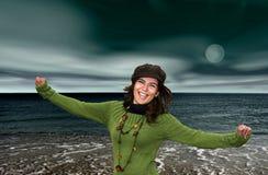 Vrouw in het strand royalty-vrije stock fotografie