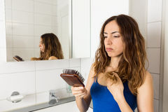 Vrouw het verliezen haar stock fotografie