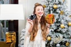 Vrouw het vieren de wintervakantie Stock Foto's