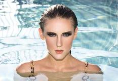 Vrouw in het water Stock Foto