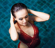 Vrouw het zwemmen Stock Afbeeldingen