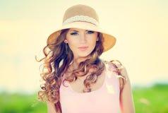Vrouw in hoed Royalty-vrije Stock Afbeeldingen