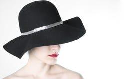 Vrouw in hoed van de wol de bling bling manier Stock Fotografie