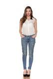 Vrouw in jeans stock afbeeldingen