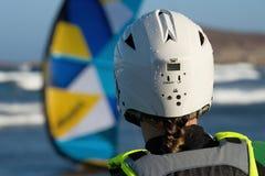 Vrouw kitesurfer royalty-vrije stock afbeelding