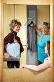 Vrouw in kleedkamer stock foto's
