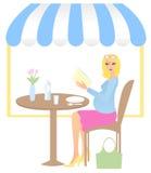 Vrouw in koffiezitkamer Royalty-vrije Stock Foto's