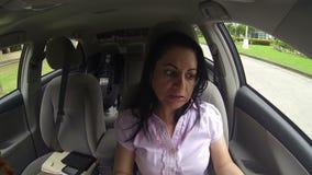 Vrouw laat aan een vergadering stock footage