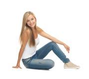 Vrouw in lege witte t-shirt Royalty-vrije Stock Fotografie