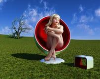 Vrouw in leunstoel Royalty-vrije Stock Afbeelding