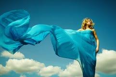 Vrouw in lichte doek Royalty-vrije Stock Afbeeldingen
