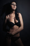 Vrouw in lingerie Mooi Meisje in Zwart Ondergoed Perfect Sexy Lichaam Brunett Stock Fotografie