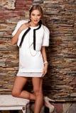 Vrouw in Luxe witte Bontjas Royalty-vrije Stock Afbeelding