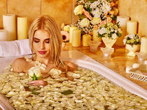 Vrouw in luxury spa Royalty-vrije Stock Foto's