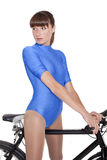 Vrouw in maillot op fiets Stock Foto