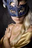 Vrouw in masker Royalty-vrije Stock Afbeeldingen