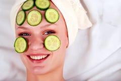 Vrouw in masker van komkommer Royalty-vrije Stock Foto