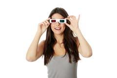 Vrouw met 3d glazen Stock Afbeelding