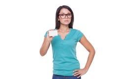 Vrouw met adreskaartje Stock Foto