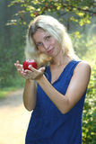 Vrouw met appel royalty-vrije stock foto's