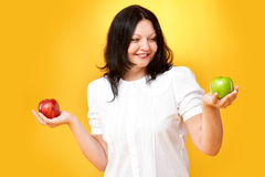 Vrouw met appelen Stock Foto's