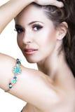 Vrouw met armband Royalty-vrije Stock Foto's