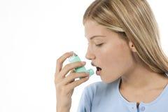Vrouw met astma Royalty-vrije Stock Afbeeldingen