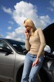 Vrouw met autoprobleem Stock Fotografie