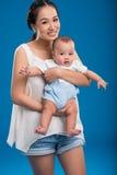 Vrouw met babyjongen Royalty-vrije Stock Fotografie