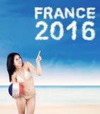 Vrouw met bal en tekst van Frankrijk 2016 Stock Afbeelding