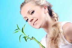 Vrouw met bamboe Royalty-vrije Stock Afbeelding