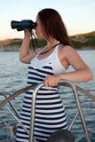 Vrouw met binoculair Royalty-vrije Stock Foto