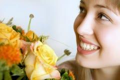 Vrouw met bloemen royalty-vrije stock afbeeldingen