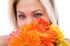 Vrouw met bloemen Royalty-vrije Stock Foto's