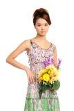 Vrouw met boeket van bloemen Stock Foto
