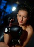Vrouw met bokshandschoenen Royalty-vrije Stock Afbeeldingen